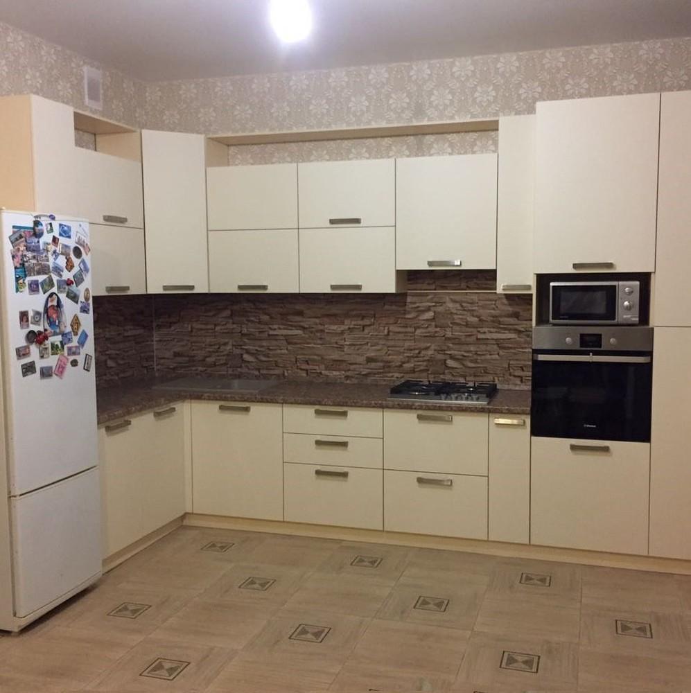 Белый кухонный гарнитур-Кухня МДФ в ПВХ «Модель 165»-фото1