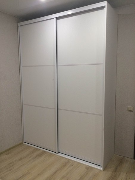 Белые шкафы-купе-Шкаф-купе из стекла Лакобель «Модель 138»-фото1
