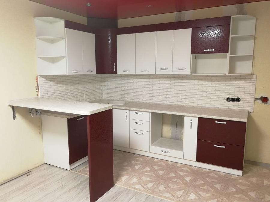 Белый кухонный гарнитур-Кухня МДФ в ПВХ «Модель 52»-фото1