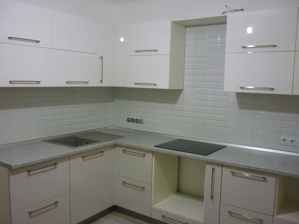 Белый кухонный гарнитур-Кухня МДФ в ПВХ «Модель 247»-фото1