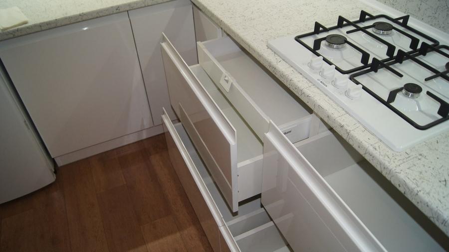 Белый кухонный гарнитур-Кухня МДФ в эмали «Модель 286»-фото9