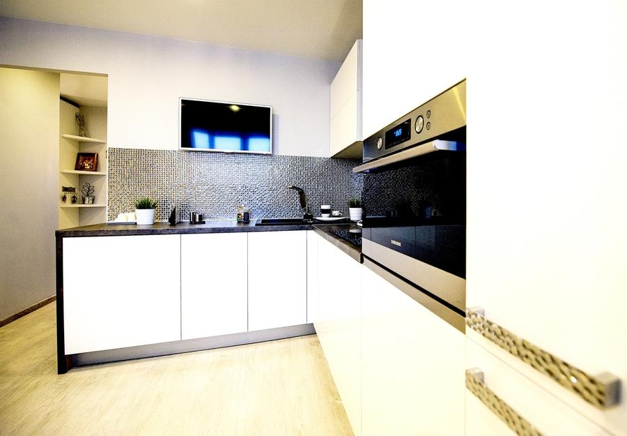 Белый кухонный гарнитур-Кухня МДФ в эмали «Модель 409»-фото2