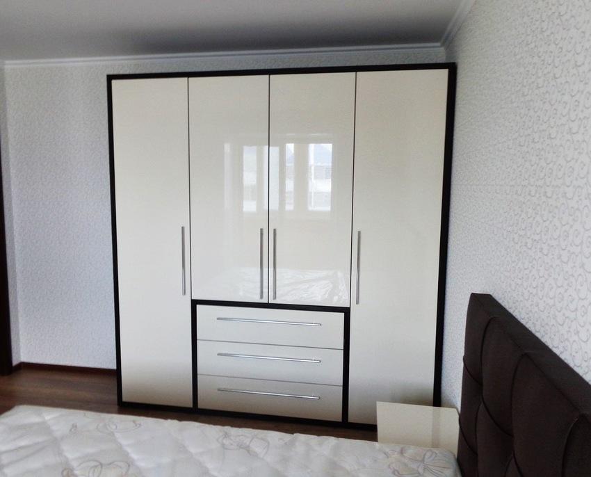 Белые шкафы-купе-Распашной шкаф МДФ «Модель 234»-фото1